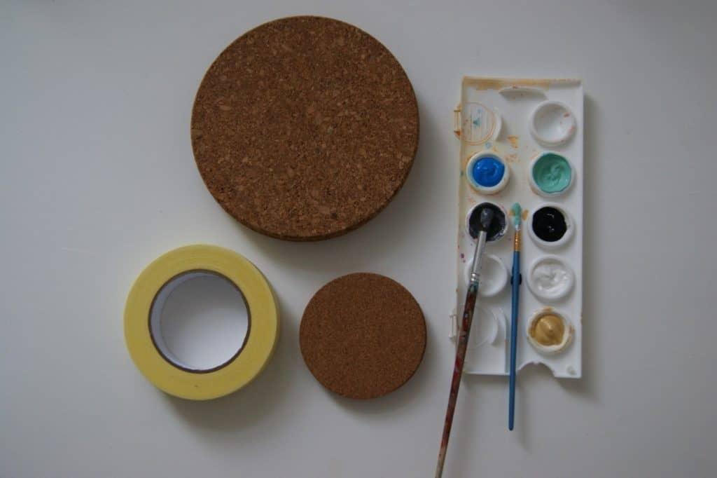 Korkuntersetzer + Kreppband + Acrylfarben+Pinsel